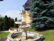 Pesthidegkút panorámás utcájában nívós akár két család együttlakására is alkalmas ház eladó - Budape