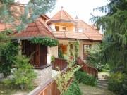 Budaliget csendes utcájában 3 lakásos családi ház eladó - Budapest II. kerület