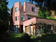 Pasarét egyik kedvelt utcájában kínáljuk eladásra az 1930 as években épült BAUHAUS fél ikerházat - B