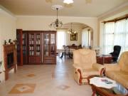 Solymár központi panorámás részén kínálunk kiadásra egy nagyon szép állapotban lévő családi házat