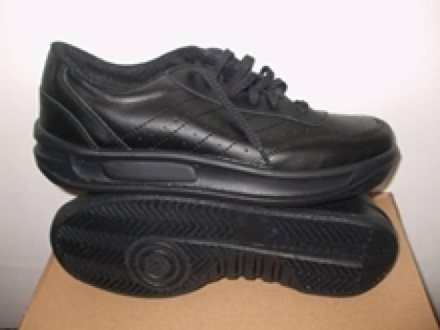 5684580505 Eladó Puma és Sneakers sportcipő - Újszentiván - Ruházat, Ruha