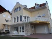 Siklóson, 270 m2-es, vállalkozásra is alkalmas, generációs családi ház eladó!
