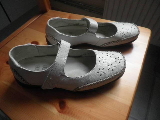 5eac544b3c 37,5 női cipő fehér lapos rücskös talpú - Siófok, Koch Róbert u.25/A -  Ruházat, Ruha