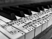 Zongora-, énektanítás