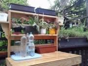 Eladó új készitésű kerti virágtartós asztal .