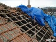 Vállajuk otthonának felújítását, tetője javítását,