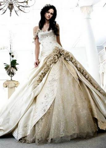 e8698660ba Designer Egyedi Menyasszonyi ruha saját elképzelés alapján MÁR  CEGLÉDBERCELEN IS!
