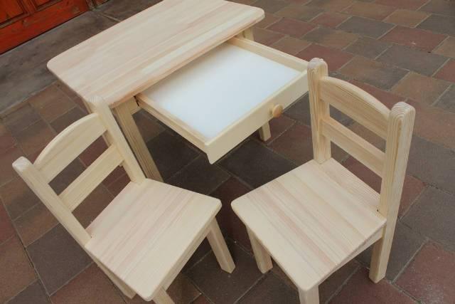 Gyerekasztal gyerekszék gyerek asztal két szék egy hokedli
