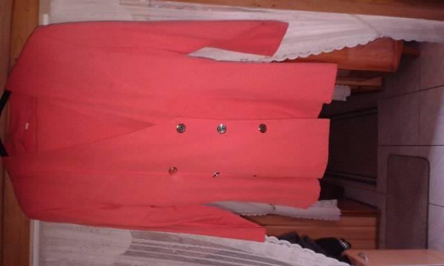 1f0b0e6f0a Alig használt megkímélt állapotba levő csinos kellemes viseletű tavasz-nyár  női kosztüm eladó.