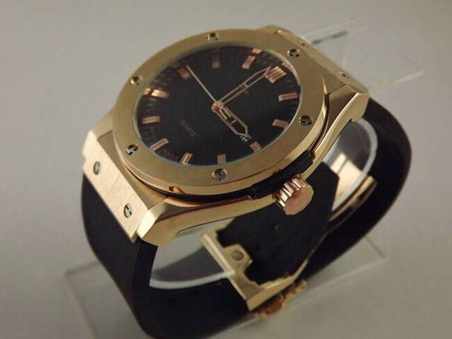Luxus férfi óra - Ez nem HUBLOT 08b887ba2c