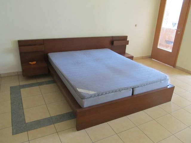 IKEA MALM ágy, matraccal, keresztlécekkel, matracbetéttel ...