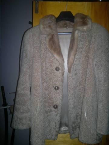 Asztrahán bunda kabát szép állapotban eladó Zsámbok