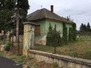 Alsóújlakon eladó bontandó ház nagy telekkel