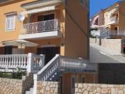 Kiadó  apartman POVILE központjában (Novi Vinodolski – Horvátország), 150 MÉTERRE A STRANDTÓL, 13 EU