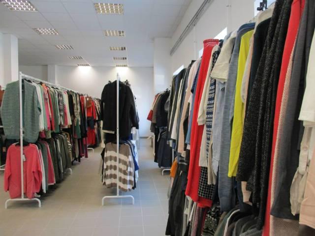 22747e7060f7 Outlet márkás ruha nagykereskedés ! - Debrecen, Nyugati u. 5-7 ...