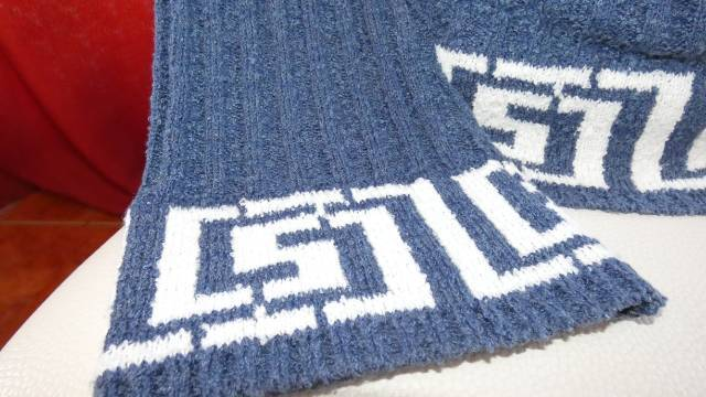 6d583db833 Női meleg kötött garbós pulóver (S/ M)- kék/ fehér - Budapest XVIII ...