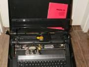 Olivetti Praxis 35 hordozható elektromos írógép angol billentyűzettel