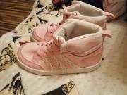 26-os méretű bélelt rózsaszín-fehér gyermekcipő