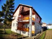 Eladóvá vált Veszprém-Gyulafirátótón nagyon jó adottságú 2 generációs nehéz szerkezetű családi ház a