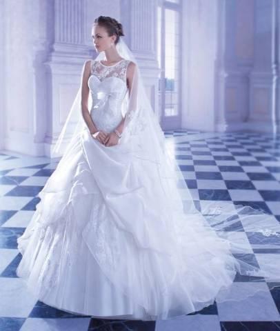 0158e5a3f4 Demetrios esküvői ruha kiegészítőkkel kedvező áron eladó - Paks ...