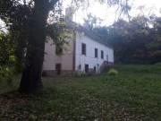 Kúria és apartmanház 3,7 ha belterületen nagy erdővel, patakkal eladó