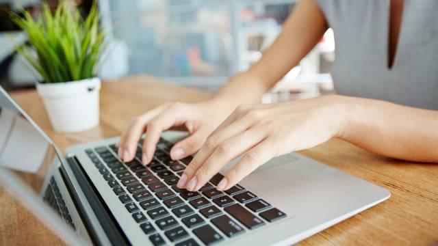 önéletrajz írást vállalok Gépelést vállalok   Pécs   Írás, Szerkesztés, Fordítás önéletrajz írást vállalok