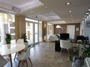 Szeged Alsóvároson a Szent Ferenc utcában 80 nm-s földszinti üzlethelyiség eladó. Az ingatlan tágas