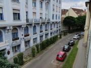 Debrecen belváros,Iparkamara utcán,frekventált helyen, 60nm-es téglaépítésű,jó elosztású,2+1fél szob
