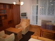Debrecenben Egyetemekhez közel, a Mikszáth Kálmán utcában,1 emeleti ,55nm-es,2 szobás,bútorozott,tég