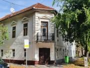 Szeged felsővároson a Maros utcában, nagyméretű, fölújításra szoruló polgári lakás eladó, Felsőváros