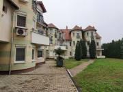 Újszeged elején, újszerű társasház földszintjén, 2 szobás, kertkapcsolatos lakás eladó - Szeged, Fő