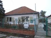 Gyula, Tavasz u. családi ház, Várfürdő közelében, Gyula, Tavasz utca