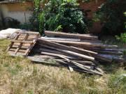 Bontot illetve tetőből zsaluzásból megmaradt fa elvihető ingyen tüzifának