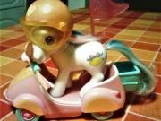 My Little Pony motoros, felhúzórugós, +bukósisak.Hasbro termék.T:06309118321